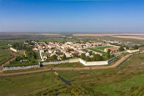 Een luchtfoto van Citadelle de Brouage op het Ile d'Oleron aan de Atlantische kust van Frankrijk.