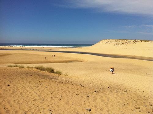 Strand en zee in natuurgebied Le Courant d'huchet in Frankrijk.