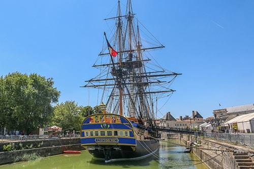 Het fregat Hermione in Rochefort, een bezienswaardigheid aan de Atlantische kust van Frankrijk.