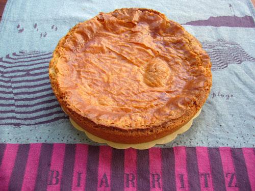 Een gebakken Gâteau-Basque.