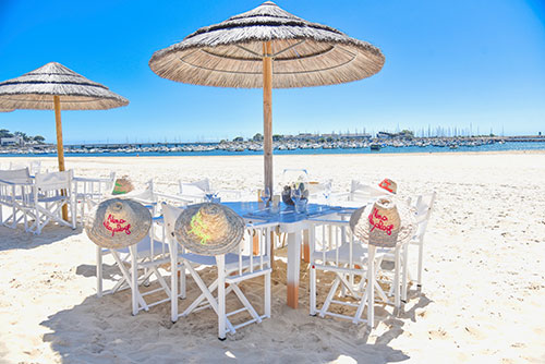 Een restaurant aan het strand van de Atlantische Kust in Frankrijk.
