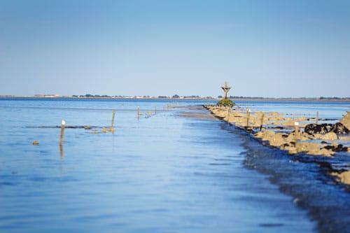 De zee rondom Île de Noirmoutier aan de Atlantische kust van Frankrijk.