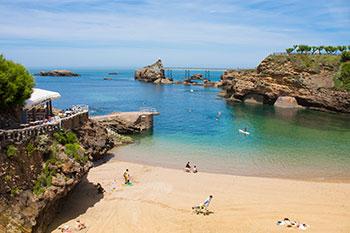 Het strand en de zee in Biarritz aan de Atlantische Kust van Frankrijk.