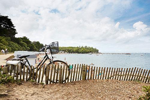 Een fiets bij het strand op het Île de Noirmoutier.