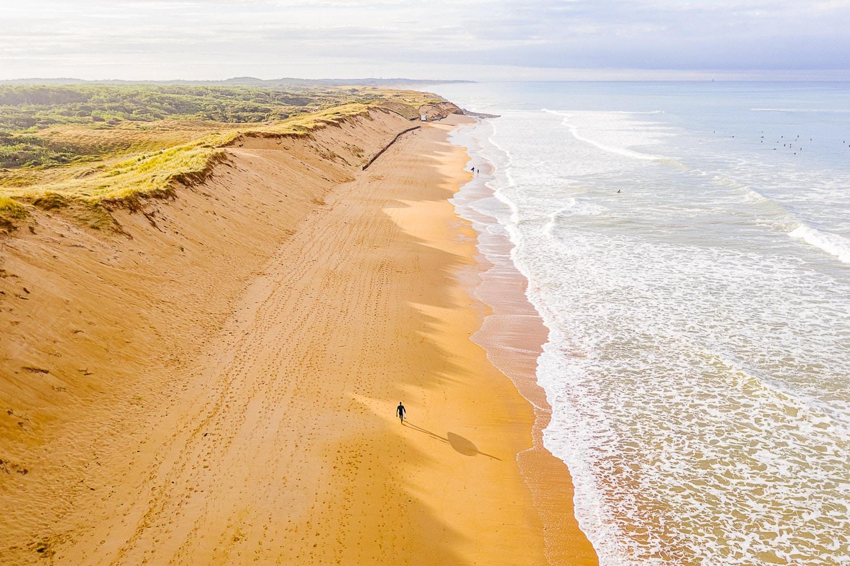 Luchtfoto van het strand Plage de Sauveterre – Les Sables d'Olonne.
