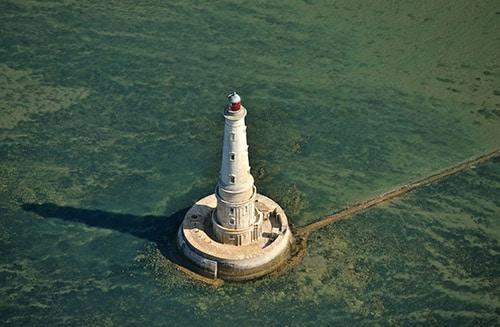 De vuurtoren Phare de Cordouan aan de Atlantische kust in Frankrijk.