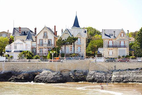 Villa's aan het strand in Royan aan de Atlantische Kust.