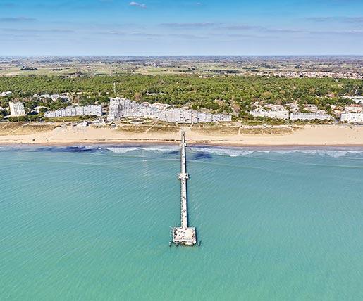 Luftaufnahme des Strands in der Vendée