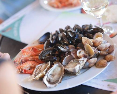 Ein Teller mit frischen Meeresfrüchten aus dem Atlantik.