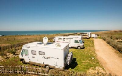 Surfen en zeilen aan de Franse Atlantische kust: 4 activiteiten voor je campervakantie plus tips voor toerplaatsen